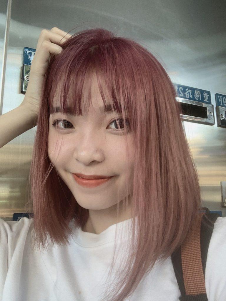 灰紅色頭髮